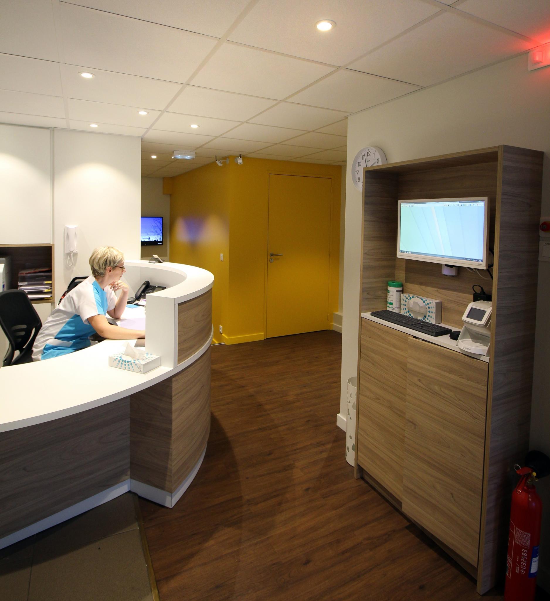 visiter le cabinet dentaire nantes 44000 dentiste cabinet dentaire fran ois et pierre senage. Black Bedroom Furniture Sets. Home Design Ideas